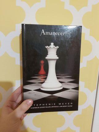 Libro amanecer, saga crepusculo.