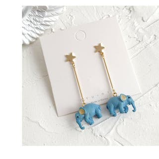 Drop earring with gold tone star and elephant shap