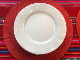 Set de 12 platos blancos nuevos, en su caja