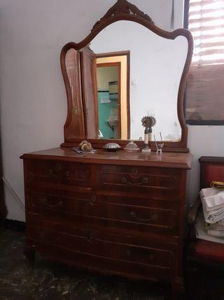 Cómoda madera habitación antigüedad