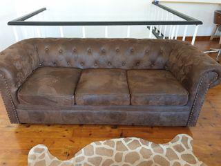 sofá elegante de piel