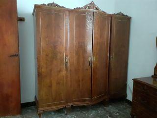 Armario madera habitación antigüedad