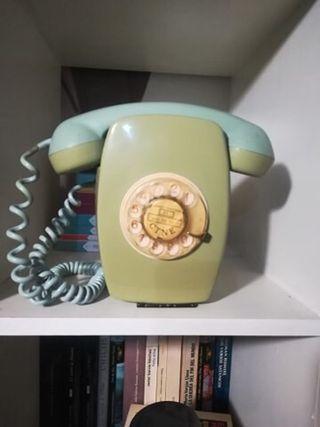 Teléfono Vintage color verde.