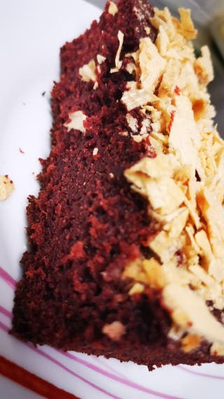 RED VELVET CAKE WITH WAVERS CURMBLES
