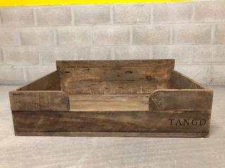 Cajón de madera para cama de perro