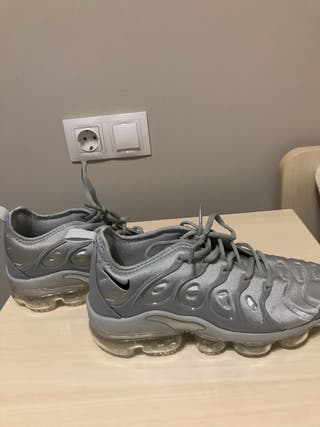 Tenis Nike Vapormax Plus grises