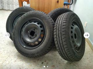 Juego de neumáticos con llantas 155/70/R13