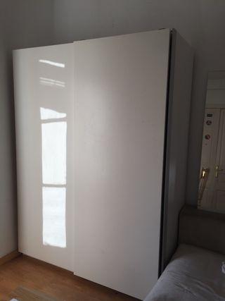 Armario Ikea con compartimentos