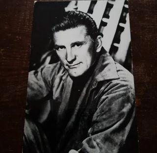 Postal de KIRK DOUGLAS. 9 X 14 cm