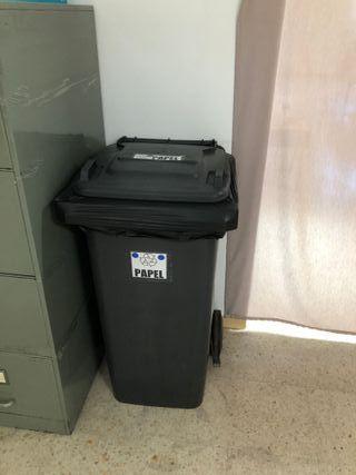Cubo de basura industrial