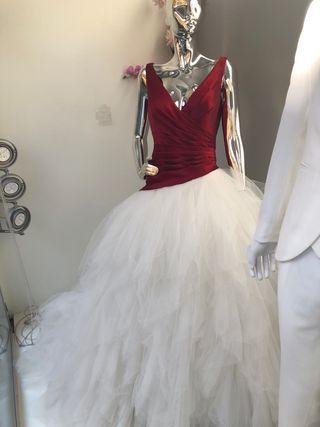 Vestido de novia color granate