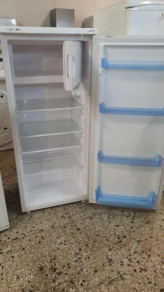FRIGORÍFICOS PEQUEÑOS CON CONGELADOR
