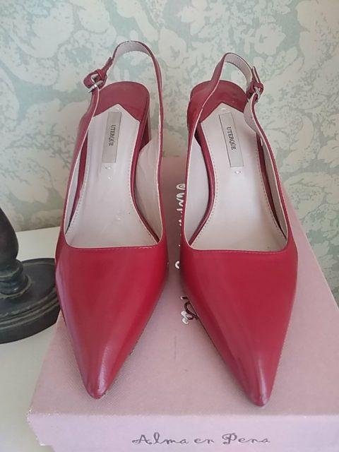 zapato rojo destalonado de piel tacón muy cómodo