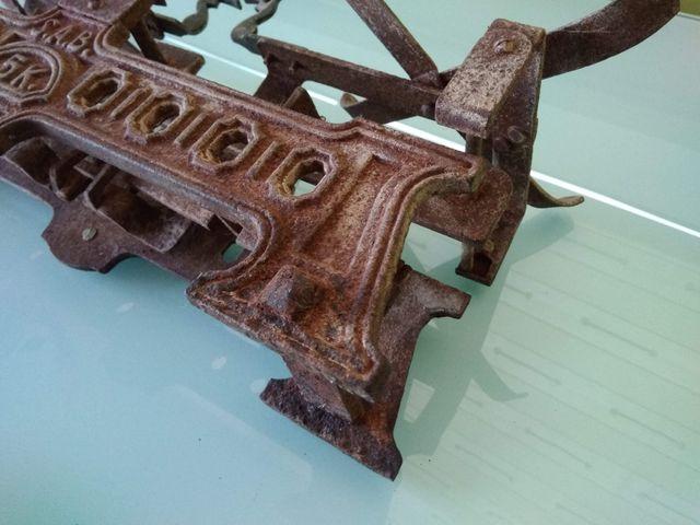 Báscula antigua hierro fundido