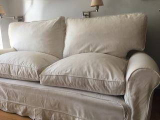 Sofa blanco dos plazas
