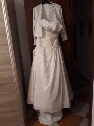 Vestido de novia y chaqueta