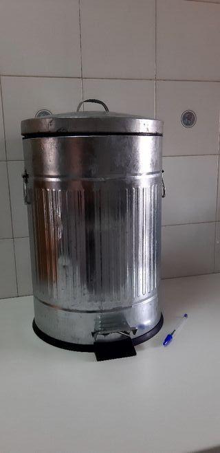 CUBO BASURA DE ZINC 20L TAPA ABATIBLE