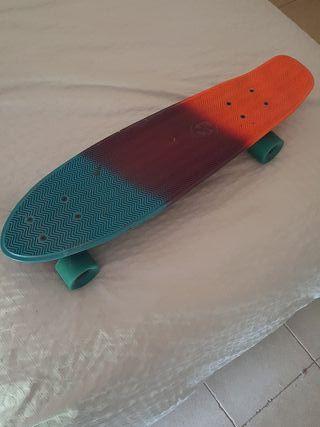 skate longboard con apenas uso