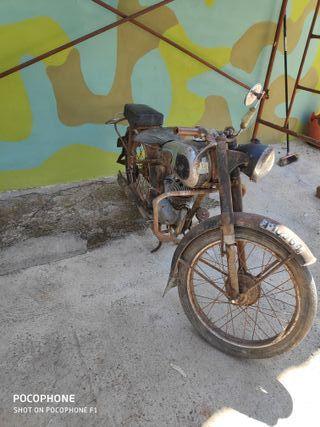 se vende moto lube años 50