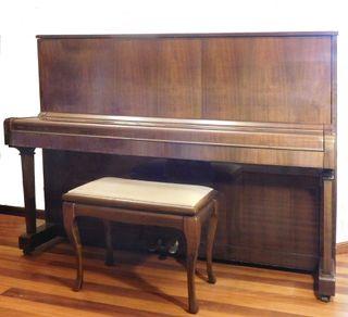Piano Vertical Petrof