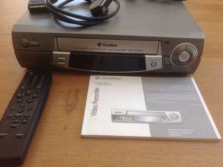 Reproductor VHS y lote de cintas