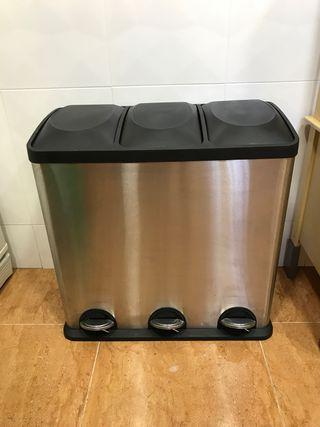 Cubo de basura reciclable