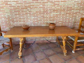 Mesa y dos sillones