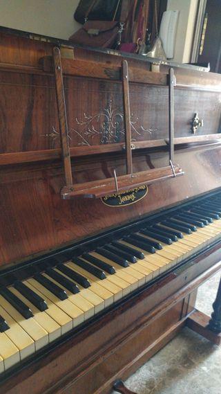 Piano antiguo