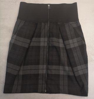 Falda alta de cuadros con cremallera
