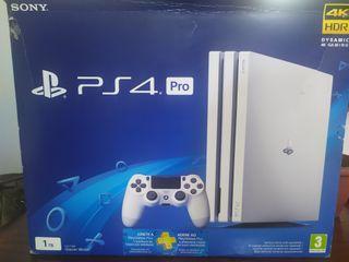 PS4 PRO BLANCA + 2 mandos + Fifa 18