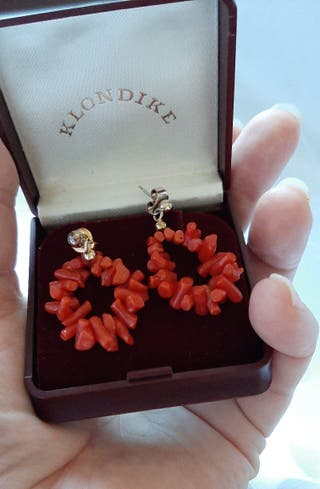 Pendientes vintage de coral rojo natural.