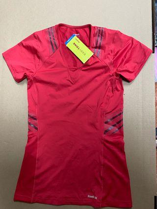 Camiseta reebok easy tone en L nueva sin estrenar
