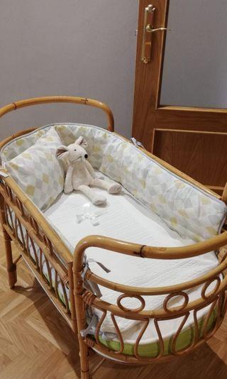 Cuna bebé en mimbre