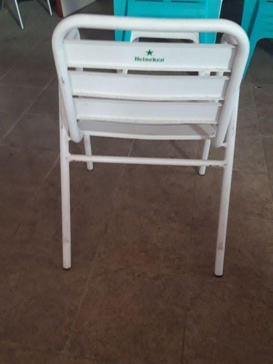sillas de terraza blancas