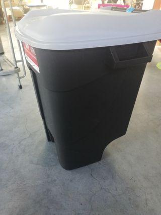 Cubo de basura Tayg 100L con pedal