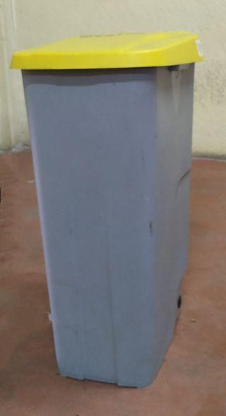 cubo contenedor basuras 110L