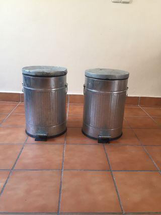 Cubos de basura vintage