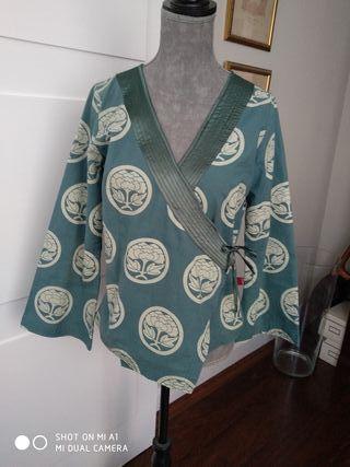 chaqueta cruzada estilo kimono