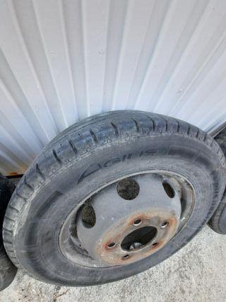 4 neumáticos con llantas 195/70/15