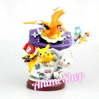 FIGURA POKEMON GAME BOY CHARIZARD PIKACHU MEW