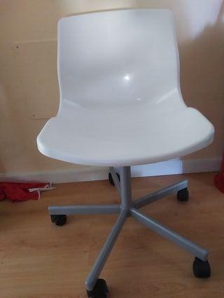 sillas blancas resistentes buen material