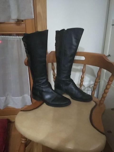 Botas de piel negras