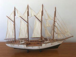 Maqueta de Barco de Madera