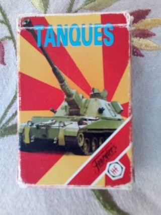 Baraja de cartas de tanques, son 33 cartas + caja.