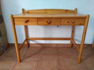 Mesa escritorio de pino.