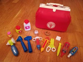 Maletín de médico de juguete con accesorios.