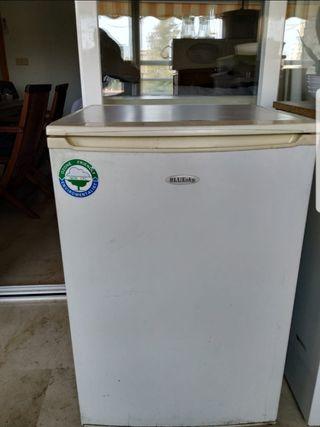 Congelador pequeño vertical