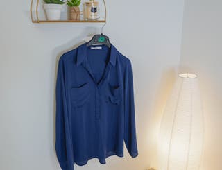 Camisa de Mango azul marino sin estrenar