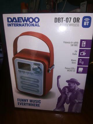 Radio altavoz Daewoo DBT-07OR nuevo a estrenar