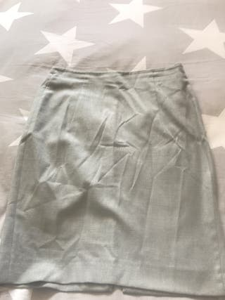 Falda gris de verano o media estación de Zara